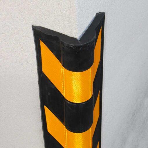 Protection d'angle caoutchouc arrondi en situation