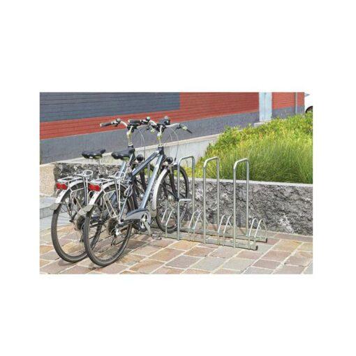 Support cycles avec arceaux 5 places an acier en situation avec velos mobilier urbain