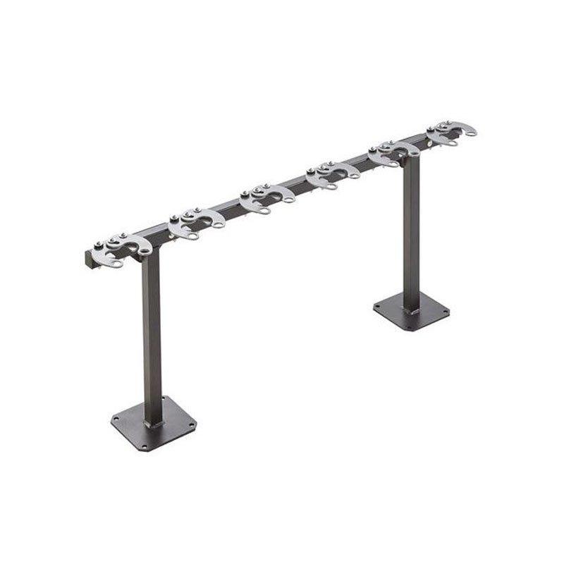 Support trottinettes 6 places en acier sur poteaux fond blanc mobilier urbain
