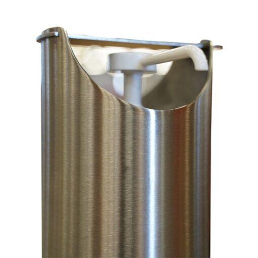 Zoom poussoir borne distributeur de gel hydroalcoolique sur pied ilona en inox