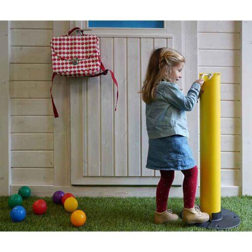 Borne distributeur de gel hydroalcoolique ilona sur pied sans contact pour enfants kids edition utilisation