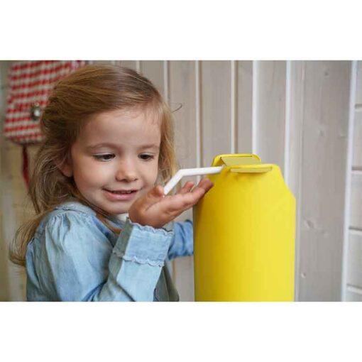 Borne distributeur de gel hydroalcoolique ilona sur pied sans contact pour enfants kids edition en situation
