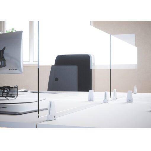 Cloisons separatrices de bureaux séparateur de bureau transparent en plexiglass en situation